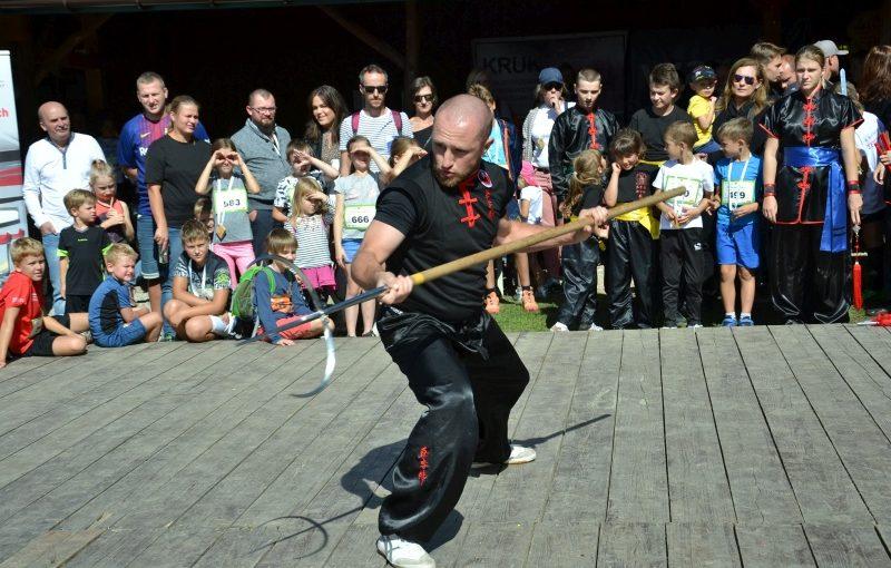 DSC 3427 800x510 - Pokaz kungfu w trakcie Ekobiegu Po Dolinie