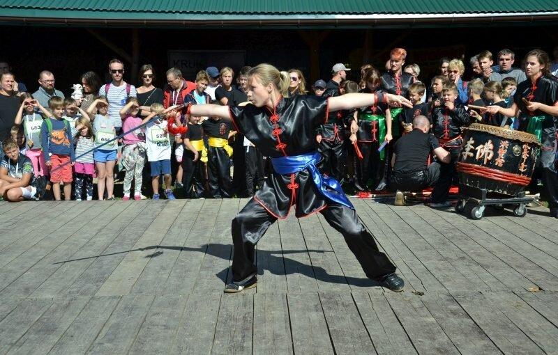 DSC 3437 800x510 - Pokaz kungfu w trakcie Ekobiegu Po Dolinie