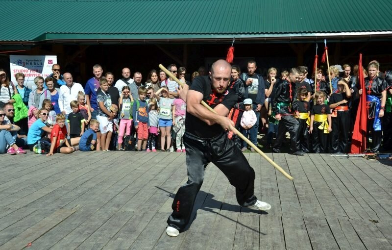 DSC 3504 800x510 - Pokaz kungfu w trakcie Ekobiegu Po Dolinie